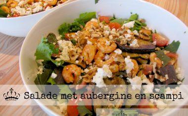 Salade met aubergine en scampi
