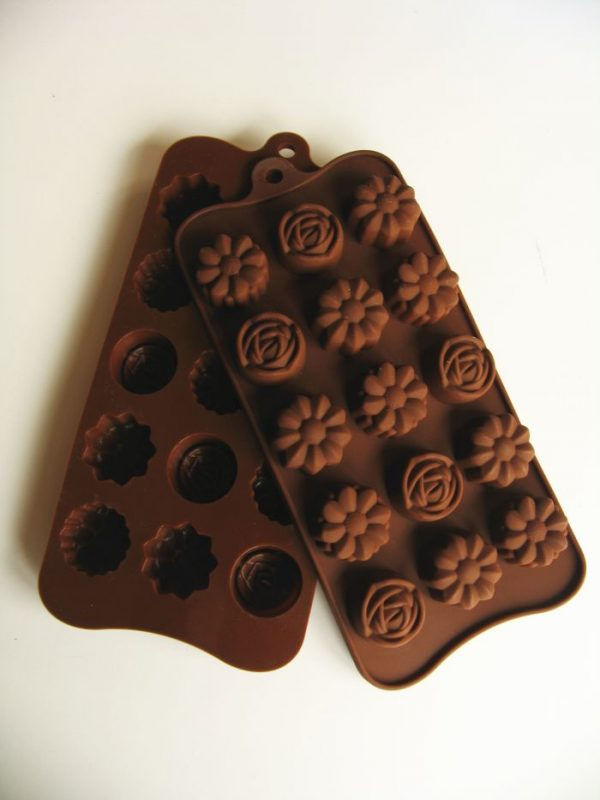 chocolade vorm bloemen en roosjes
