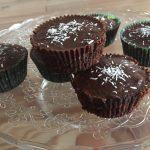 kokos chufa cupcakes me choqola topping